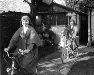 Suore in bici, Londra 1968
