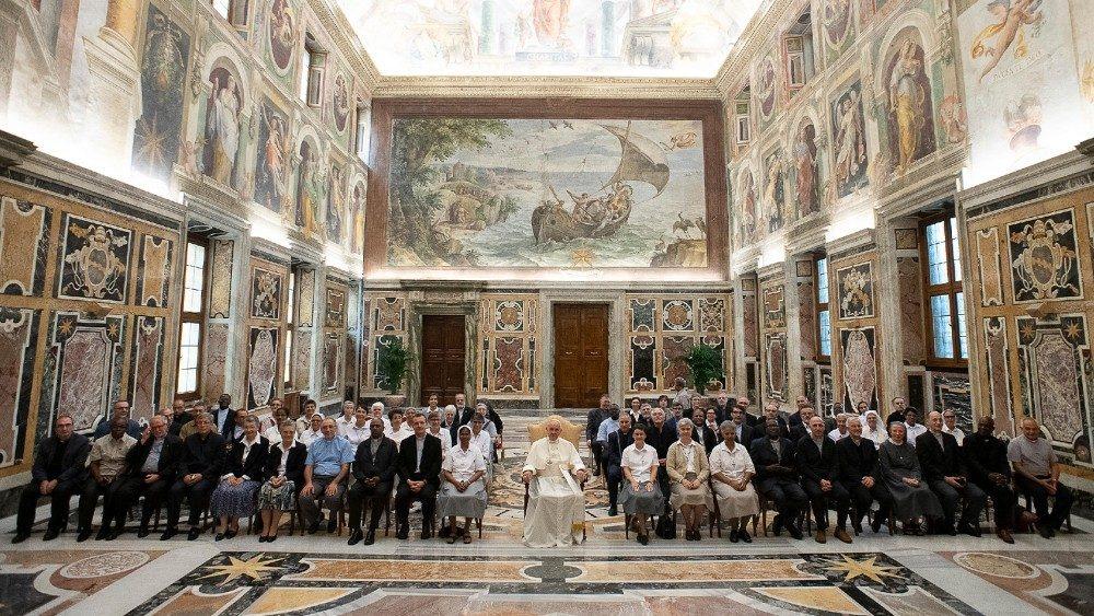 incontro del Papa con gli istituti missionari